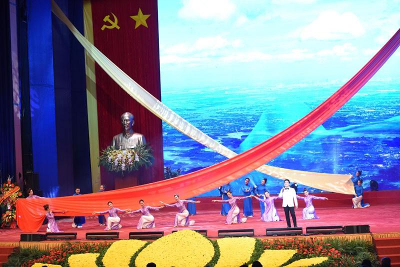 'Hà Tây quê lụa' vang lên trong Lễ kỷ niệm 10 năm sáp nhập về Hà Nội - ảnh 5