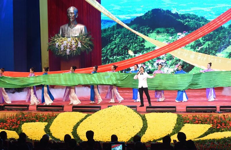 'Hà Tây quê lụa' vang lên trong Lễ kỷ niệm 10 năm sáp nhập về Hà Nội - ảnh 6