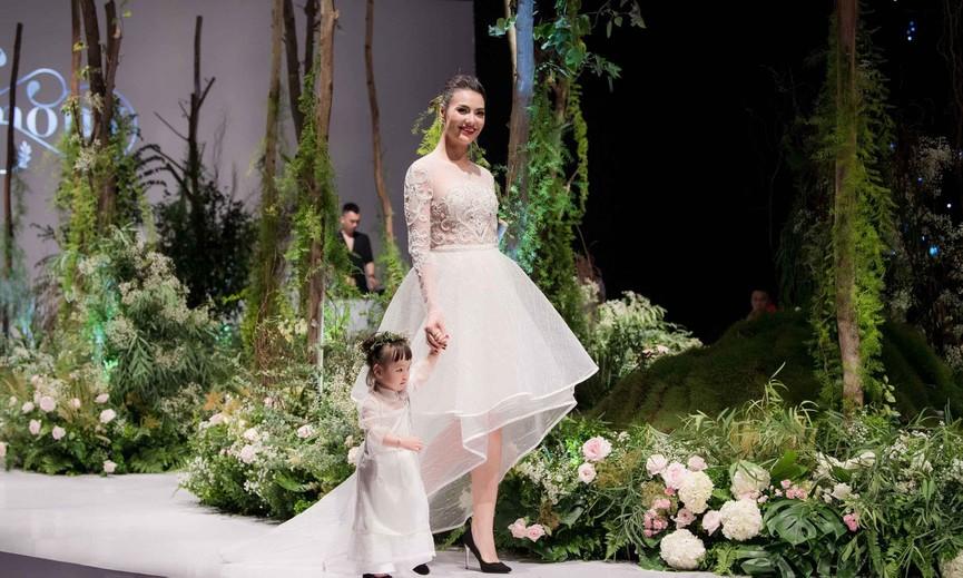 Hồng Quế và con gái một tuổi rưỡi làm vedette trên sàn diễn thời trang - ảnh 5