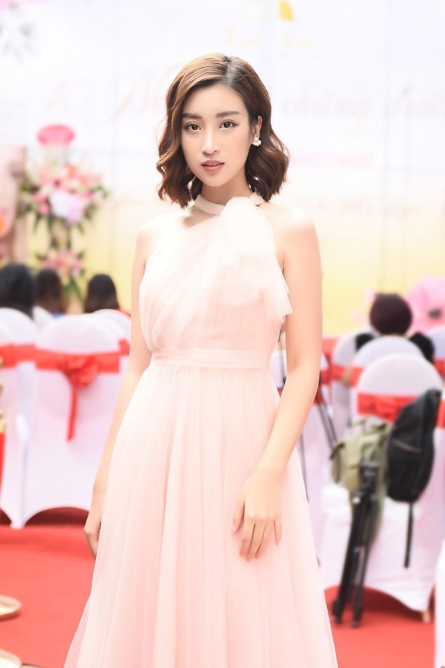 Hoa hậu Mỹ Linh vai trần quyến rũ giữa tiết trời thu Hà Nội - ảnh 8