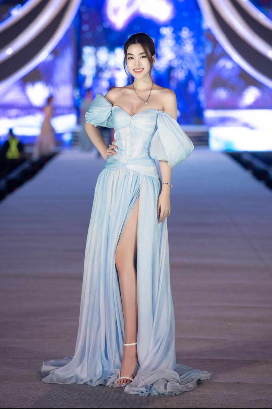 Tiểu Vy, Đỗ Mỹ Linh, Thuỵ Vân diện váy áo nóng bỏng trong đêm thi Người đẹp Biển  - ảnh 5