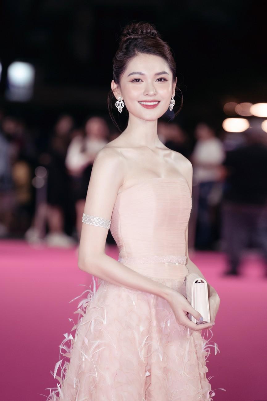Dàn Hoa hậu, Á hậu diện váy áo cực gợi cảm trên thảm hồng chung kết HHVN 2020 - ảnh 9