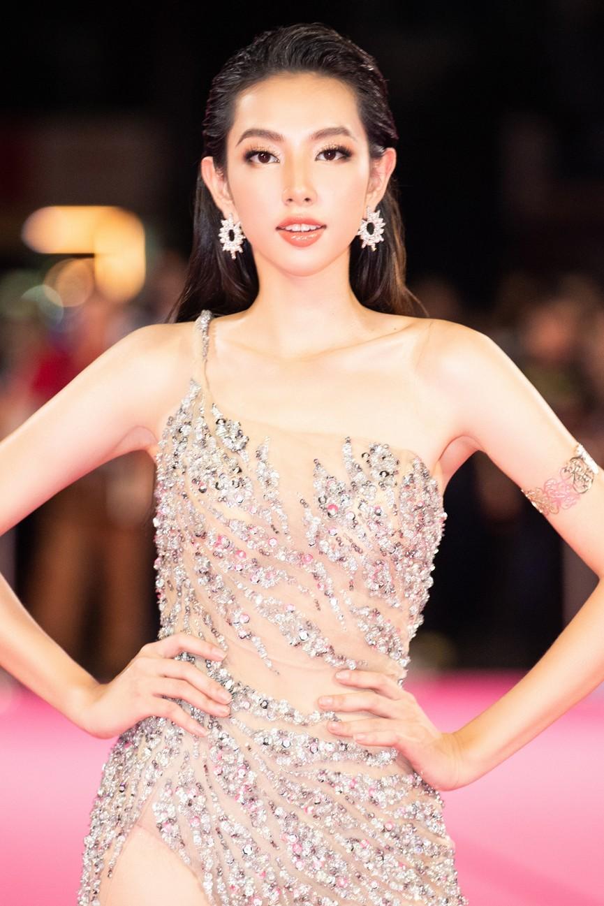 Dàn Hoa hậu, Á hậu diện váy áo cực gợi cảm trên thảm hồng chung kết HHVN 2020 - ảnh 11