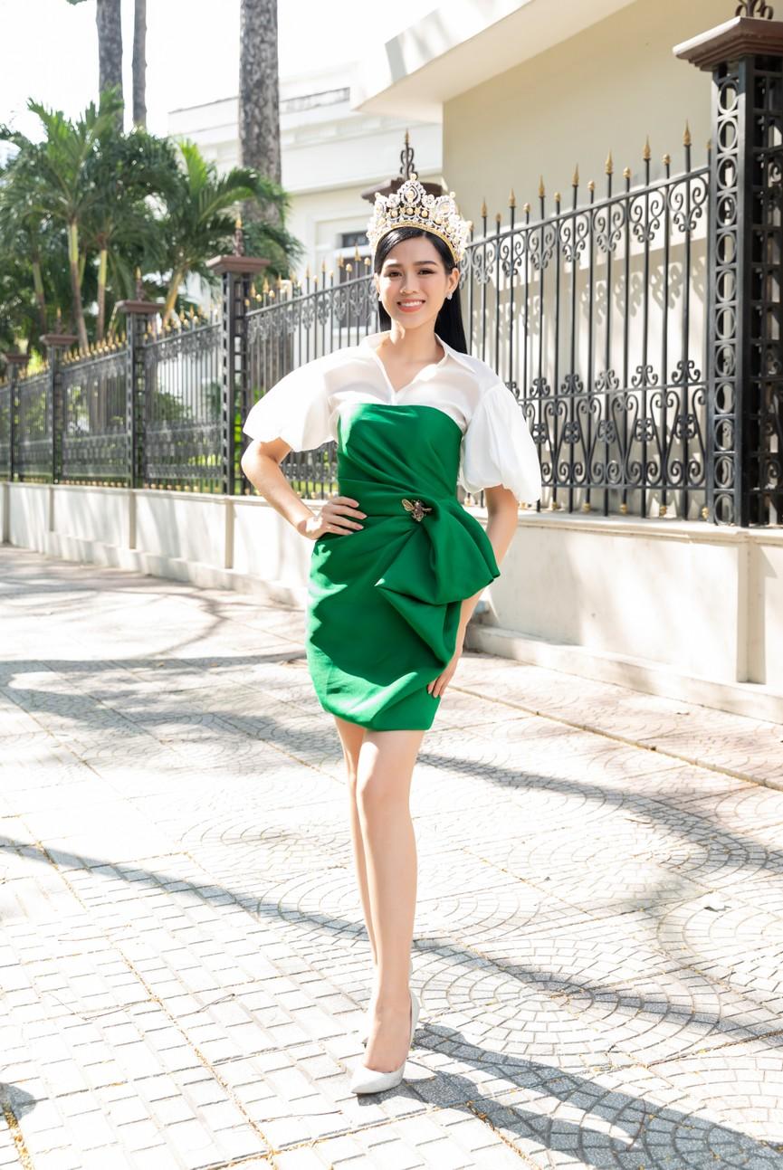 Top 3 HHVN 2020 khoe chân dài nóng bỏng, 'đọ sắc' bên Á hậu Thuỳ Dung  - ảnh 2