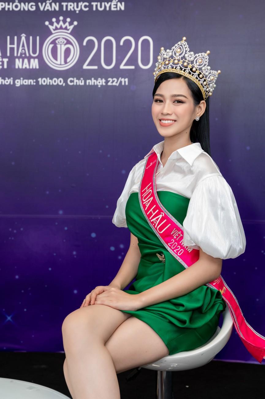 Top 3 HHVN 2020 khoe chân dài nóng bỏng, 'đọ sắc' bên Á hậu Thuỳ Dung  - ảnh 11
