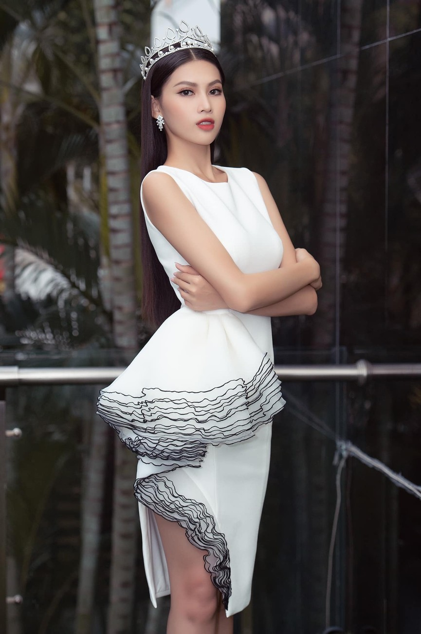 Gu thời trang ngày càng 'thăng hạng' của Top 3 Hoa hậu Việt Nam 2020 sau đăng quang  - ảnh 13