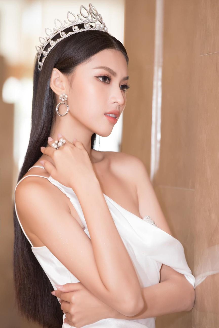 Gu thời trang ngày càng 'thăng hạng' của Top 3 Hoa hậu Việt Nam 2020 sau đăng quang  - ảnh 16