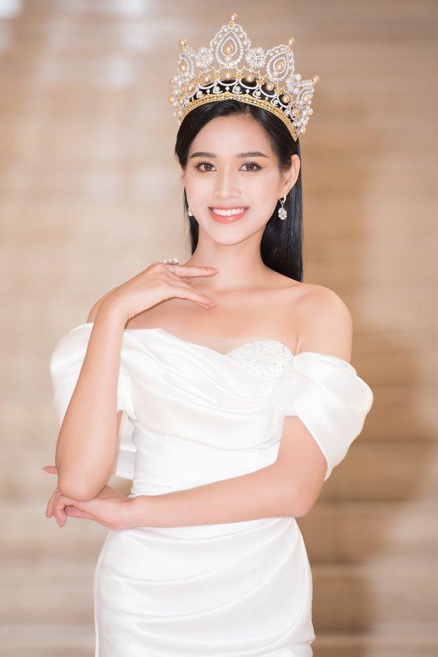 Gu thời trang ngày càng 'thăng hạng' của Top 3 Hoa hậu Việt Nam 2020 sau đăng quang  - ảnh 6
