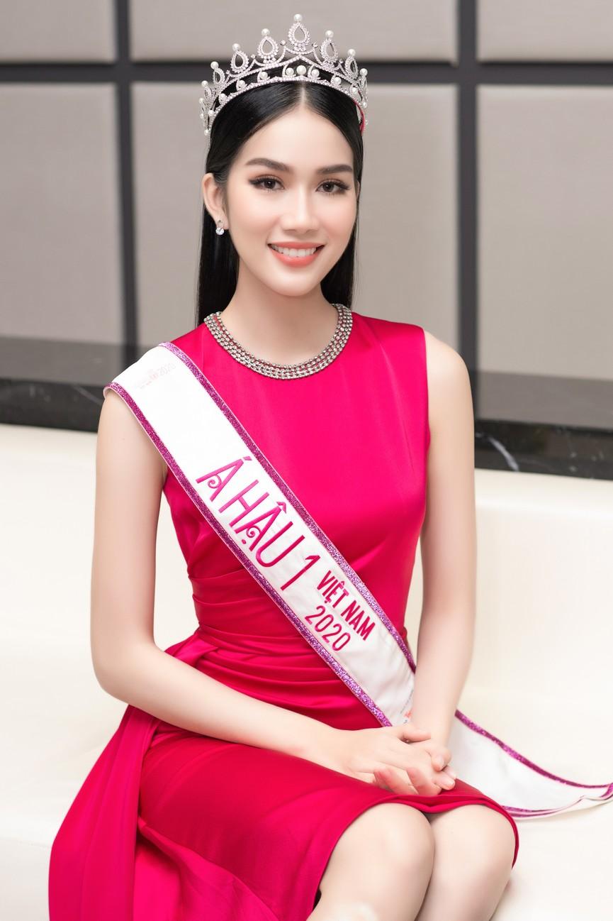 Gu thời trang ngày càng 'thăng hạng' của Top 3 Hoa hậu Việt Nam 2020 sau đăng quang  - ảnh 10