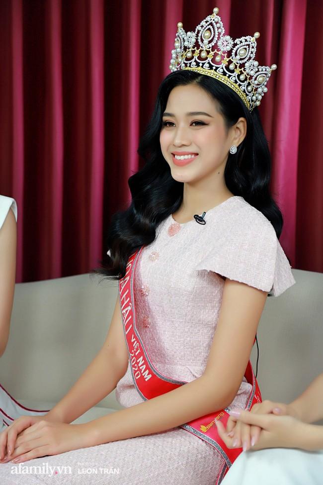 Gu thời trang ngày càng 'thăng hạng' của Top 3 Hoa hậu Việt Nam 2020 sau đăng quang  - ảnh 5