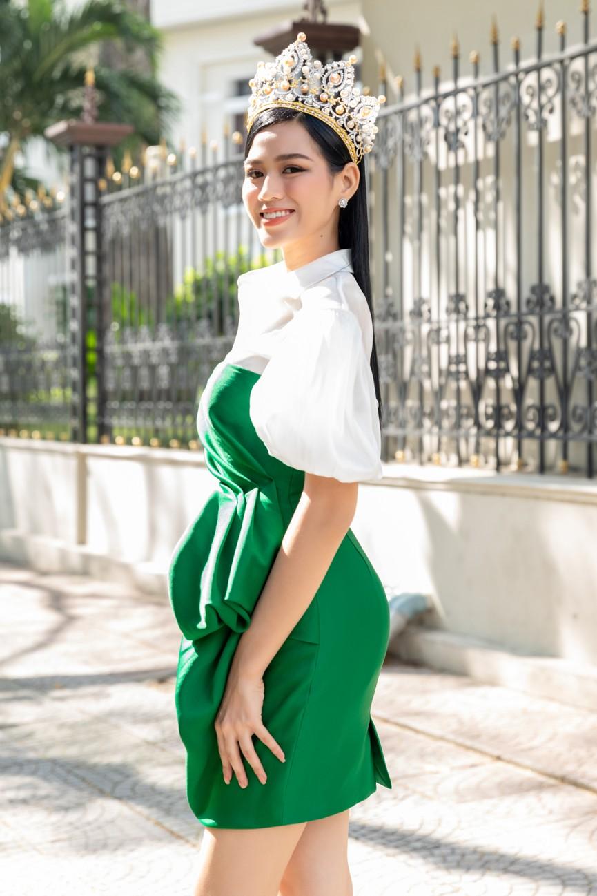Gu thời trang ngày càng 'thăng hạng' của Top 3 Hoa hậu Việt Nam 2020 sau đăng quang  - ảnh 3