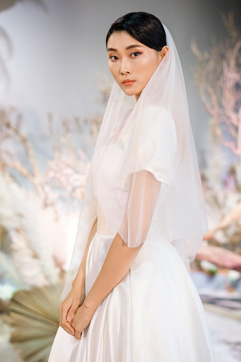 Văn Hậu mặc áo trắng như soái ca, cổ vũ Người đẹp Tài năng Doãn Hải My diễn áo cưới - ảnh 9
