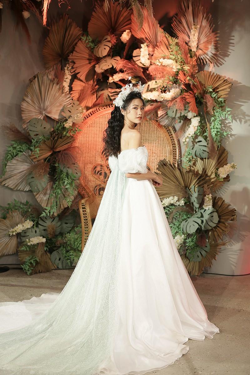 Văn Hậu mặc áo trắng như soái ca, cổ vũ Người đẹp Tài năng Doãn Hải My diễn áo cưới - ảnh 5