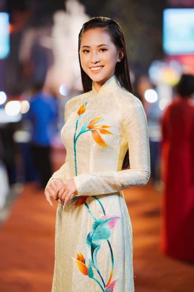 'Kình ngư' - Người đẹp Thể thao Phù Bảo Nghi duyên dáng và nữ tính với áo dài  - ảnh 3