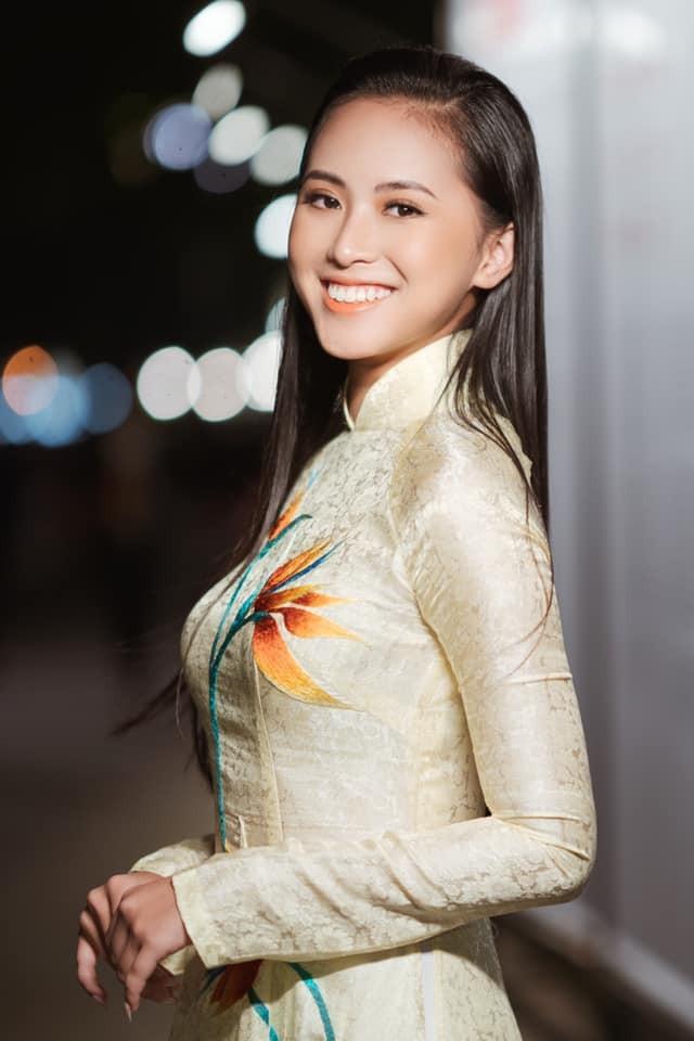 'Kình ngư' - Người đẹp Thể thao Phù Bảo Nghi duyên dáng và nữ tính với áo dài  - ảnh 4