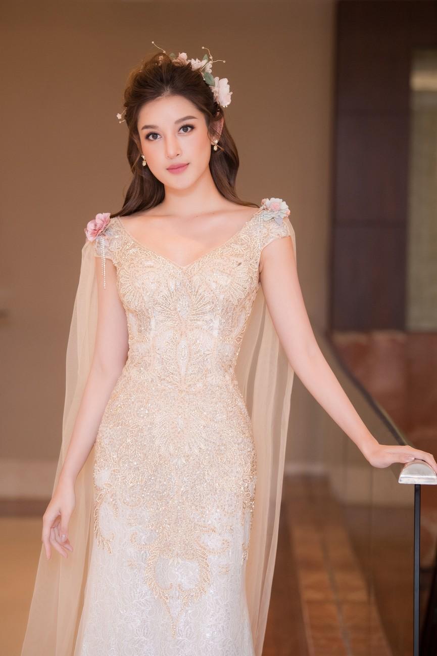 Tái xuất sàn catwalk, Á hậu Huyền My gây thương nhớ với váy công chúa gợi cảm - ảnh 3