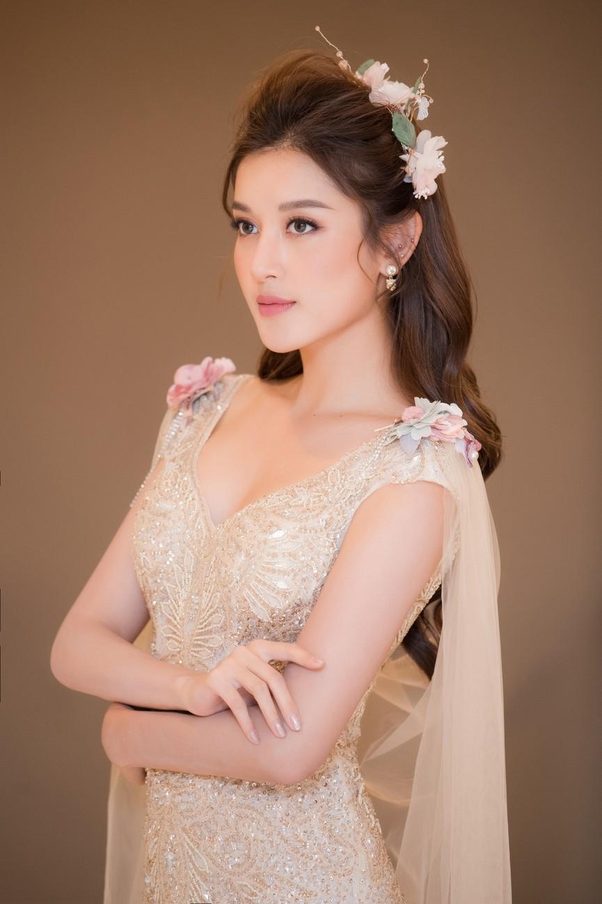 Tái xuất sàn catwalk, Á hậu Huyền My gây thương nhớ với váy công chúa gợi cảm - ảnh 5