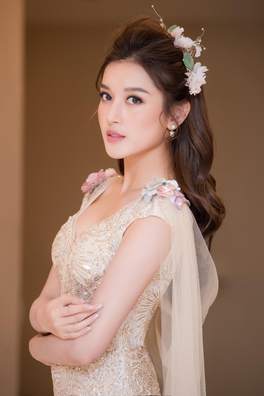 Tái xuất sàn catwalk, Á hậu Huyền My gây thương nhớ với váy công chúa gợi cảm - ảnh 4
