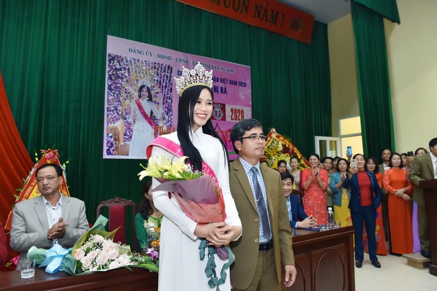 Hoa hậu Đỗ Thị Hà truyền cảm hứng cho giới trẻ ở quê nhà Thanh Hoá - ảnh 11