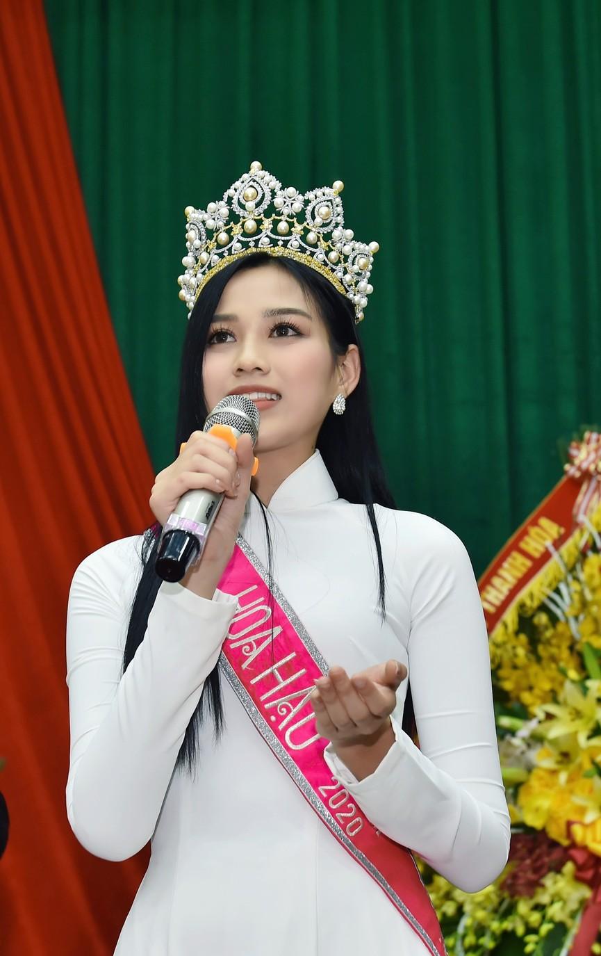 Hoa hậu Đỗ Thị Hà truyền cảm hứng cho giới trẻ ở quê nhà Thanh Hoá - ảnh 8