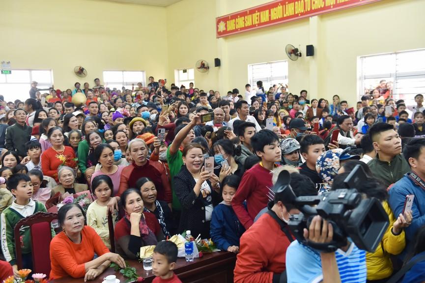 Hoa hậu Đỗ Thị Hà truyền cảm hứng cho giới trẻ ở quê nhà Thanh Hoá - ảnh 5