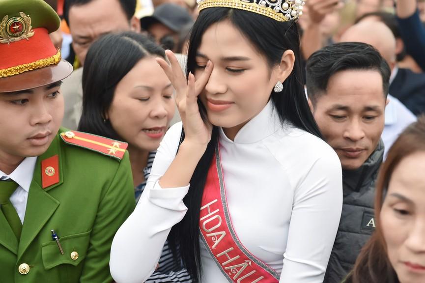 Hoa hậu Đỗ Thị Hà truyền cảm hứng cho giới trẻ ở quê nhà Thanh Hoá - ảnh 4