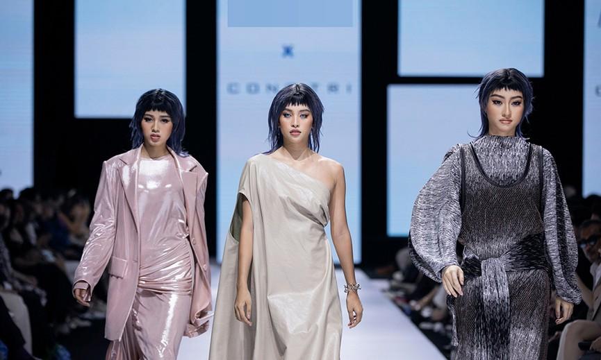 Hoa hậu Đỗ Thị Hà lần đầu diễn catwalk, thần thái sắc lạnh bên đàn chị Thanh Hằng-Tiểu Vy - ảnh 1