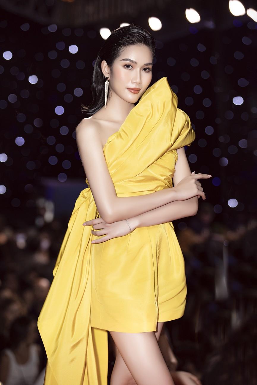 Á hậu Phương Anh lột xác, Á hậu Ngọc Thảo khoe lưng trần nóng bỏng trên thảm đỏ thời trang - ảnh 2