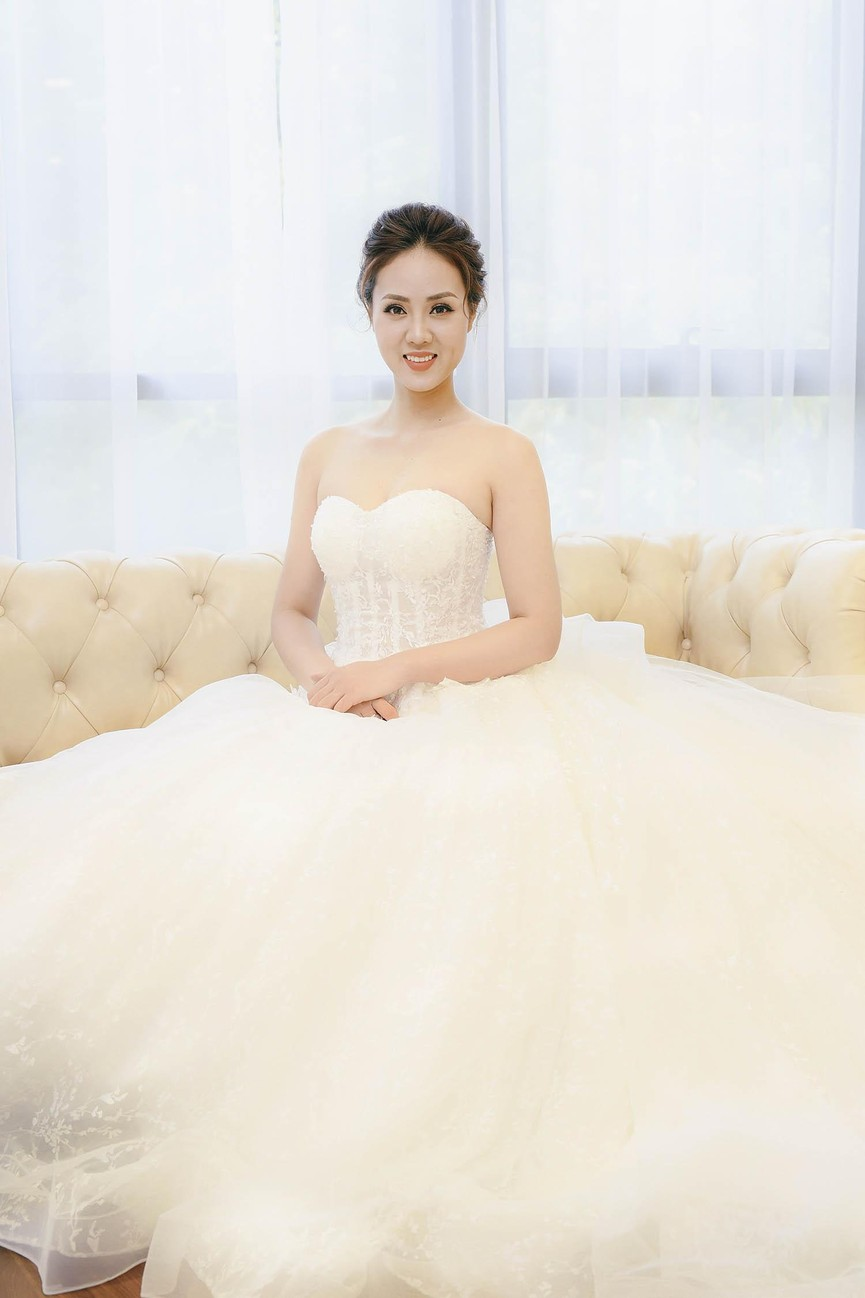 Vợ sắp cưới kém 15 tuổi của NSND Công Lý xinh đẹp lộng lẫy khi mặc váy cô dâu  - ảnh 3