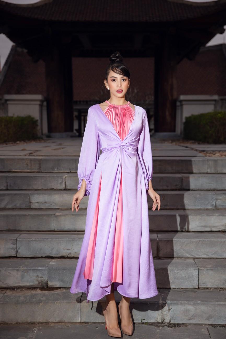 Tiểu Vy, Đỗ Mỹ Linh cùng dàn hậu mặc váy yếm quyến rũ giữa tiết trời lạnh giá - ảnh 1