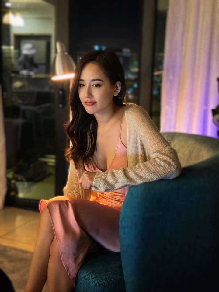 Kiều Loan diện váy cắt xẻ khoe chân dài nóng bỏng, Đỗ Mỹ Linh yêu kiều với sắc trắng - ảnh 10