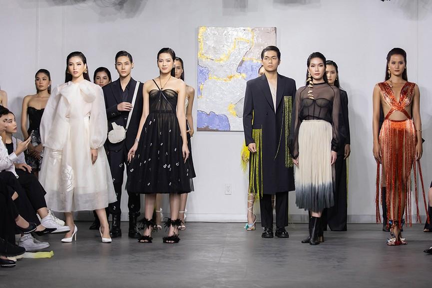 Hoa hậu Đỗ Thị Hà và hai Á hậu đọ thần thái kiêu sa 'một chín một mười' trên sàn catwalk - ảnh 5