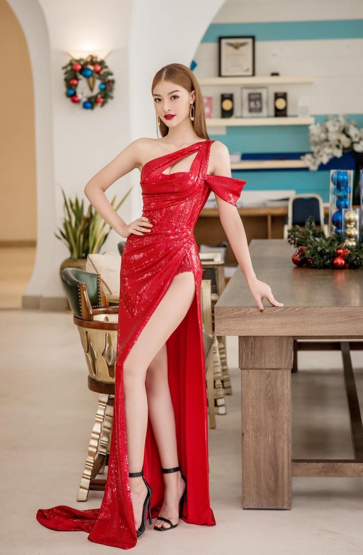 Tiểu Vy, Hà Kiều Anh và dàn hậu diện váy đỏ rực khoe dáng nóng bỏng đêm Giáng Sinh - ảnh 6