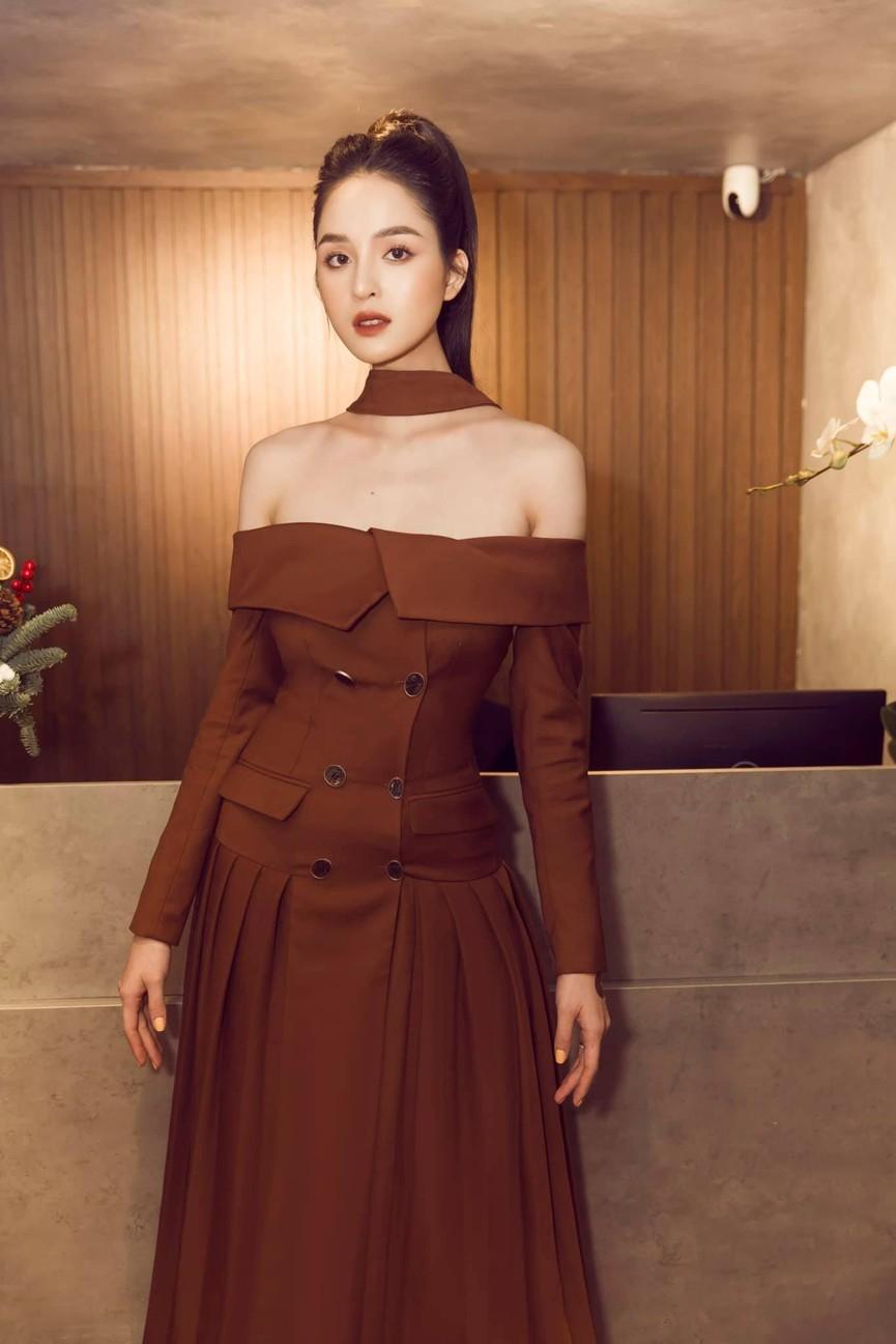 Minh Tú khoe vòng ba 'ngoại cỡ' khiến fans 'choáng váng', Kiều Loan diện váy cúp ngực sexy - ảnh 4
