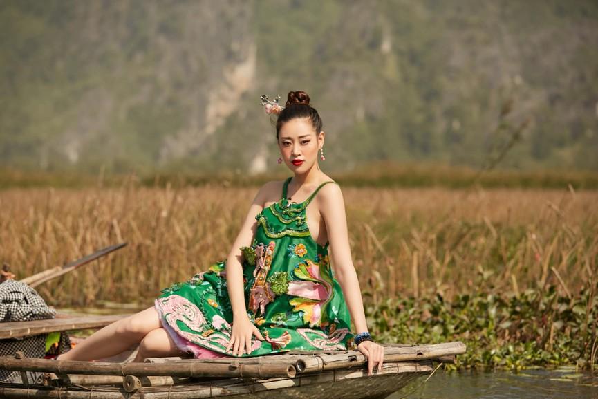 Minh Tú khoe vòng ba 'ngoại cỡ' khiến fans 'choáng váng', Kiều Loan diện váy cúp ngực sexy - ảnh 6