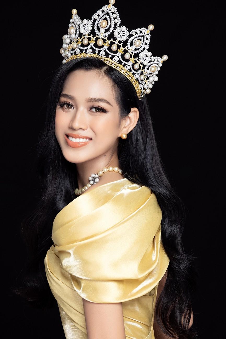 Nhan sắc ngày càng quyến rũ của Hoa hậu Đỗ Thị Hà sau 1 tháng đăng quang - ảnh 4