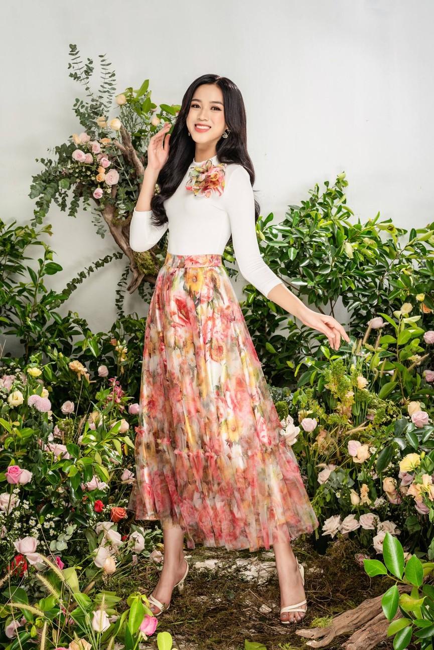 Hoa hậu Đỗ Thị Hà xinh đẹp quyến rũ, khoe đôi chân dài thẳng tắp - ảnh 12
