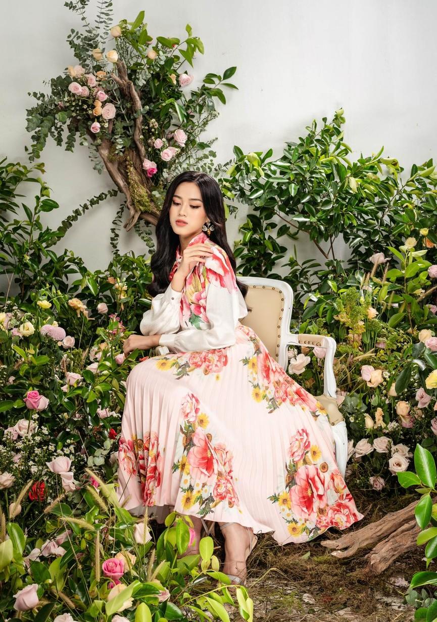 Hoa hậu Đỗ Thị Hà xinh đẹp quyến rũ, khoe đôi chân dài thẳng tắp - ảnh 8
