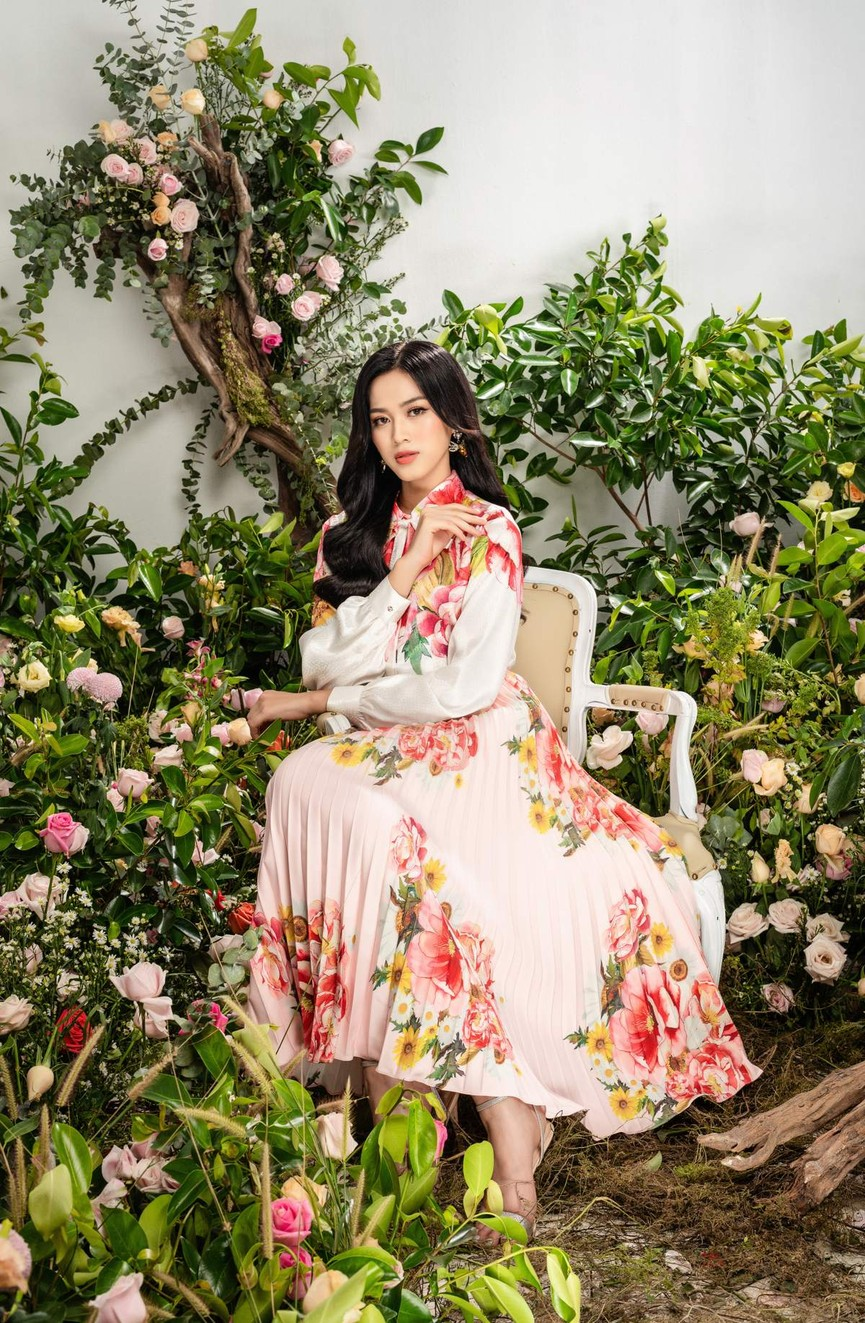 Hoa hậu Đỗ Thị Hà xinh đẹp quyến rũ, khoe đôi chân dài thẳng tắp - ảnh 7