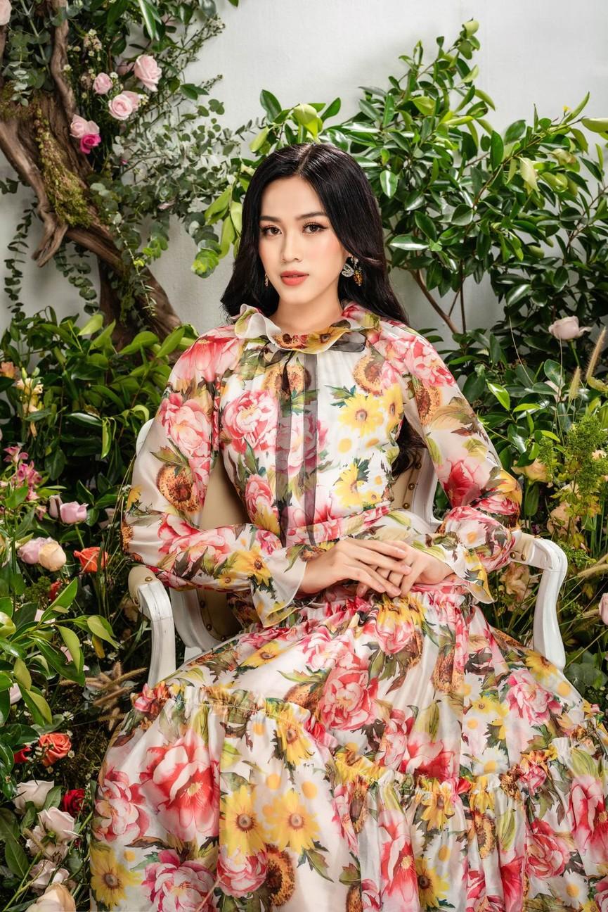 Hoa hậu Đỗ Thị Hà xinh đẹp quyến rũ, khoe đôi chân dài thẳng tắp - ảnh 6