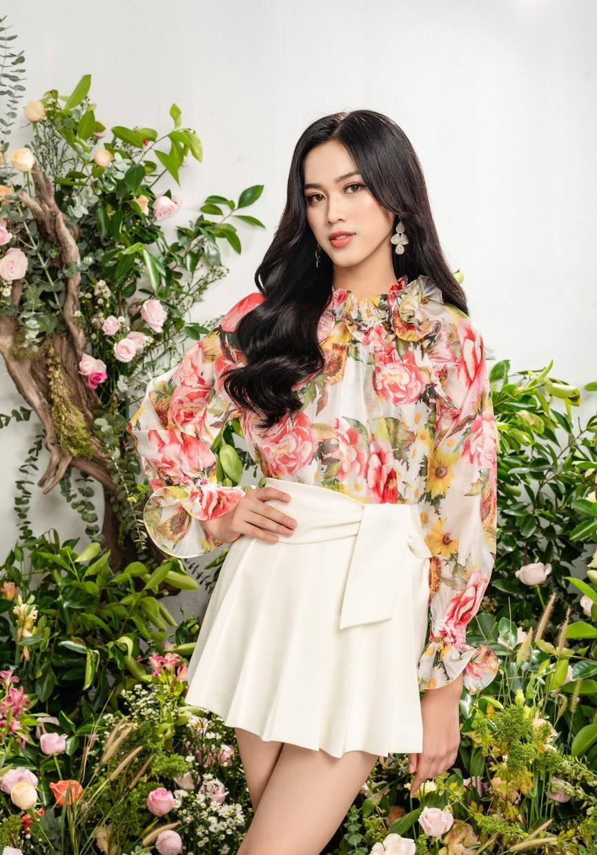 Hoa hậu Đỗ Thị Hà xinh đẹp quyến rũ, khoe đôi chân dài thẳng tắp - ảnh 4