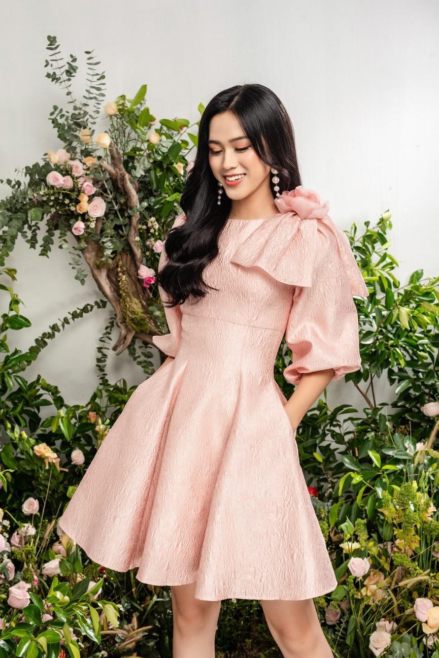 Hoa hậu Đỗ Thị Hà xinh đẹp quyến rũ, khoe đôi chân dài thẳng tắp - ảnh 2
