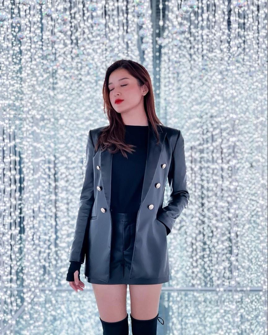 Á hậu Phương Anh, Ngọc Thảo diện váy đuôi cá lộng lẫy trong chương trình đón năm mới 2021 - ảnh 14