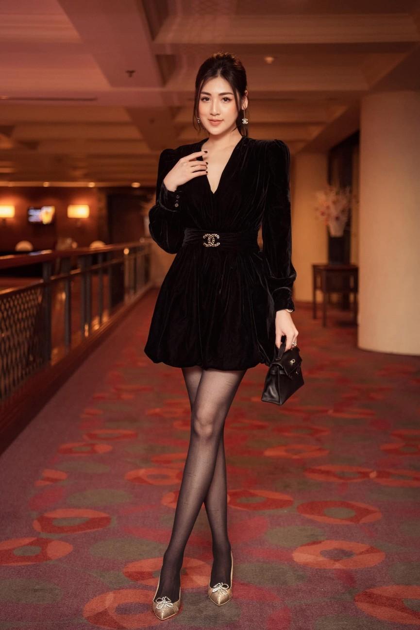 Á hậu Phương Anh, Ngọc Thảo diện váy đuôi cá lộng lẫy trong chương trình đón năm mới 2021 - ảnh 13