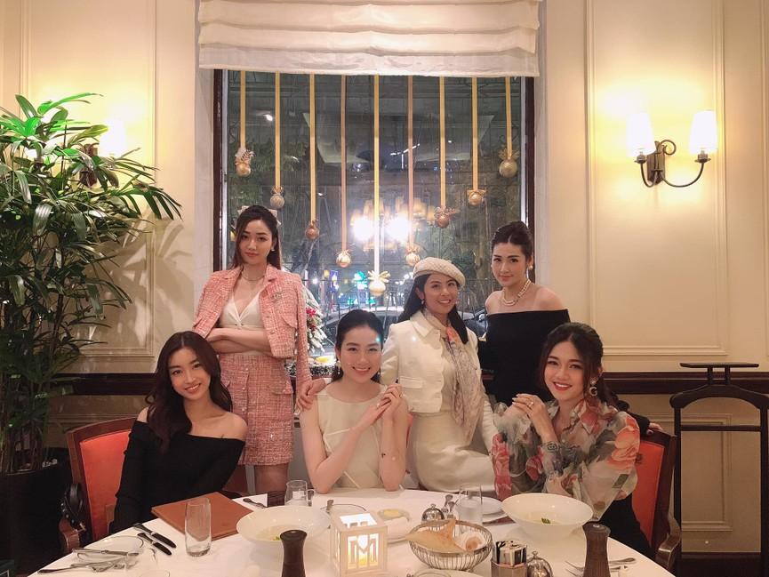 Á hậu Phương Anh, Ngọc Thảo diện váy đuôi cá lộng lẫy trong chương trình đón năm mới 2021 - ảnh 18