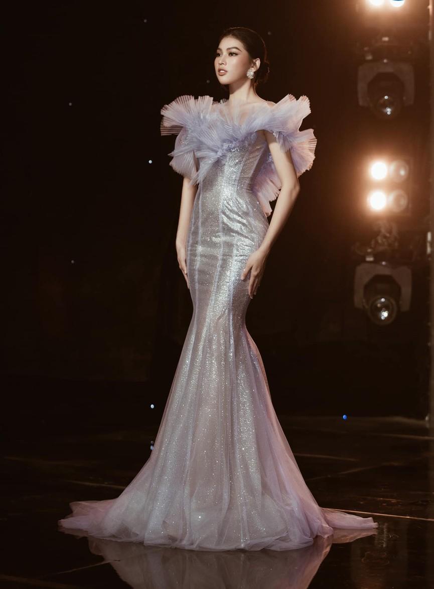 Á hậu Phương Anh, Ngọc Thảo diện váy đuôi cá lộng lẫy trong chương trình đón năm mới 2021 - ảnh 4
