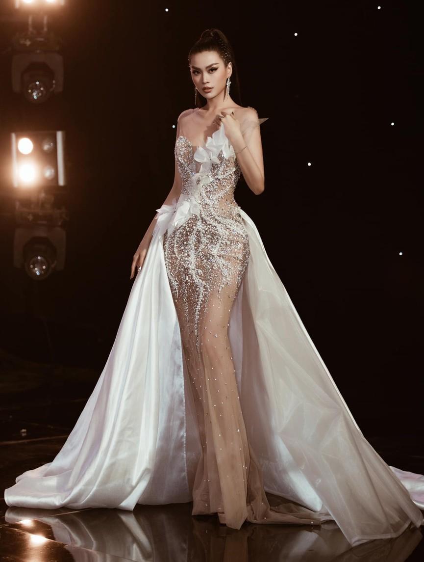 Á hậu Phương Anh, Ngọc Thảo diện váy đuôi cá lộng lẫy trong chương trình đón năm mới 2021 - ảnh 6