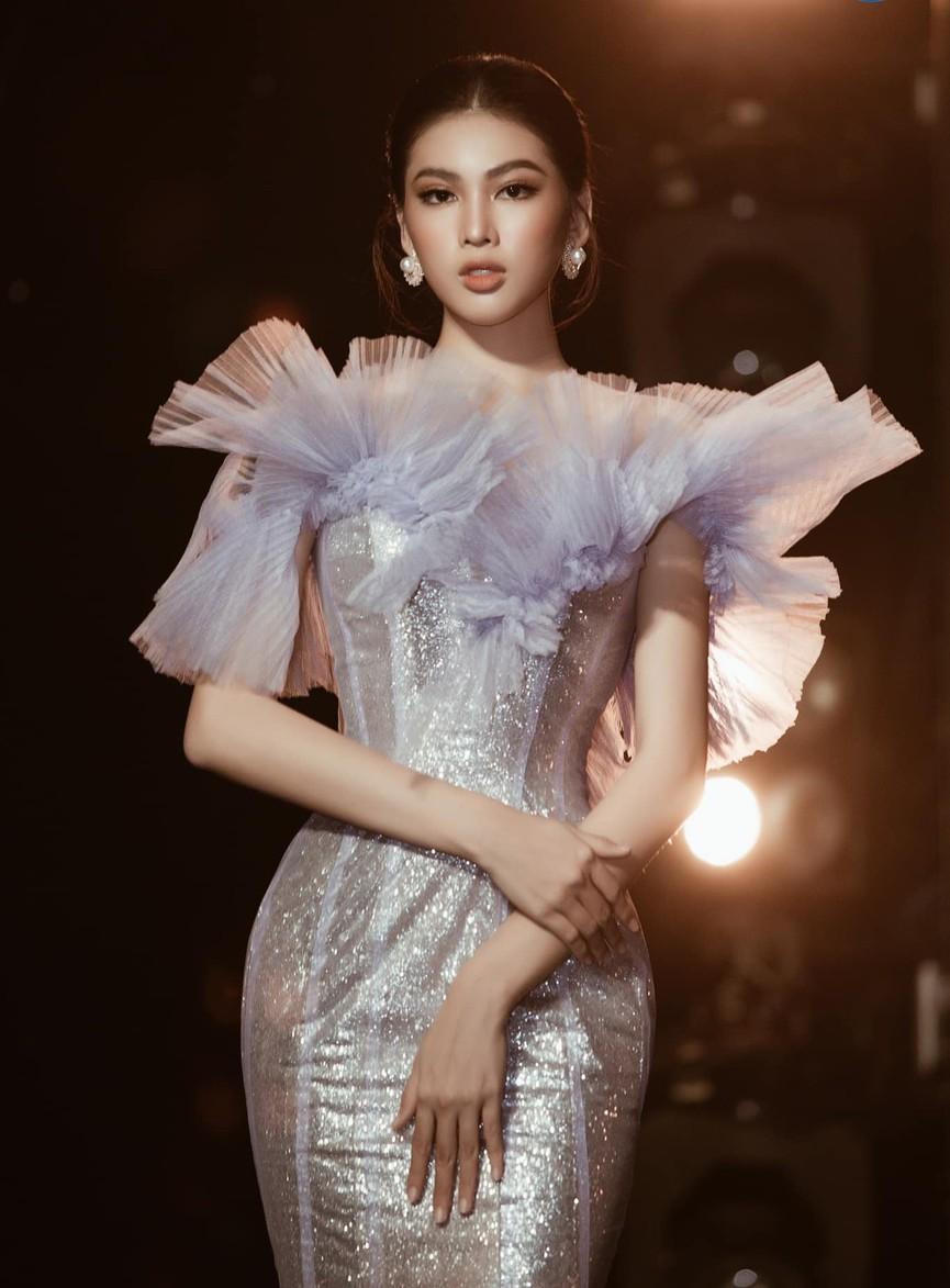 Á hậu Phương Anh, Ngọc Thảo diện váy đuôi cá lộng lẫy trong chương trình đón năm mới 2021 - ảnh 3