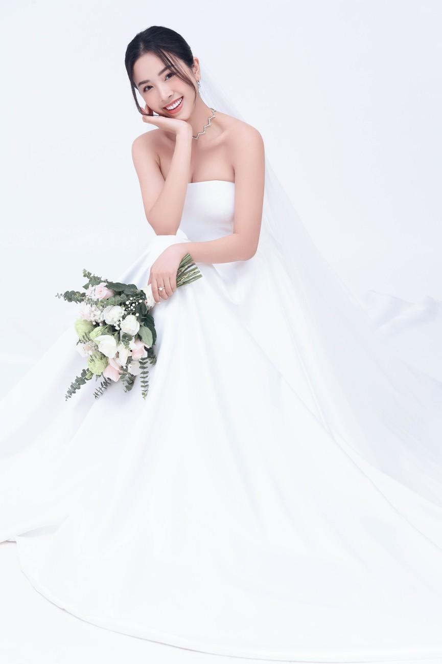 Á hậu Thúy An tung ảnh cưới, hé lộ chân dung ông xã tiến sĩ hơn 12 tuổi - ảnh 5