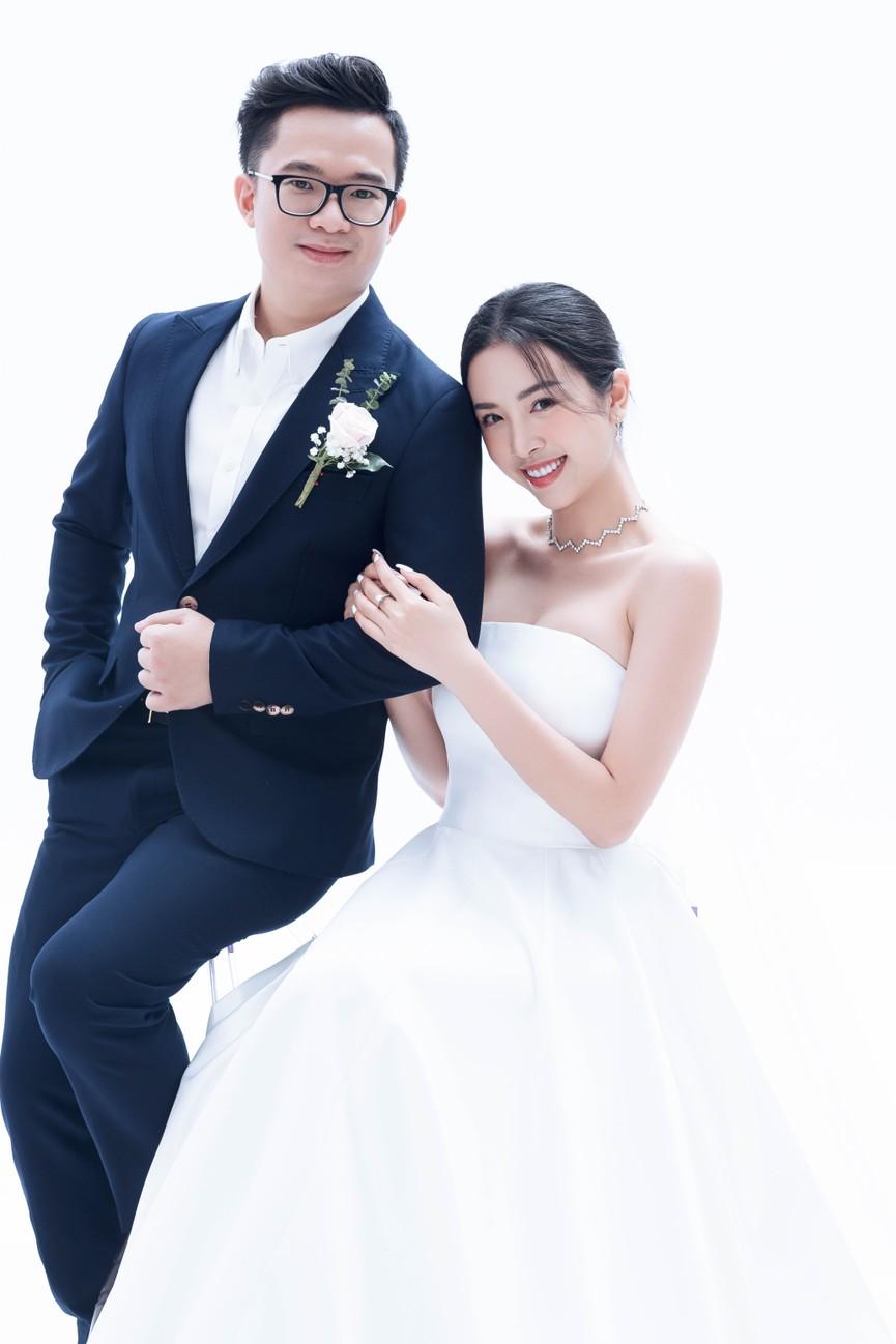 Á hậu Thúy An tung ảnh cưới, hé lộ chân dung ông xã tiến sĩ hơn 12 tuổi - ảnh 3